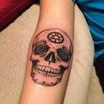 Tatuaje pequeño de una pluma