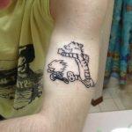 Tatuaje en el interior del labio «Beta 5»