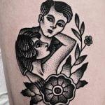Tatuajes de planetas en la espalda
