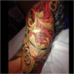 Tatuaje tipo stencil de gato en la espalda