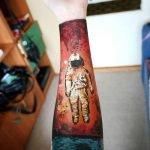 Tatuaje de mapache anarquista