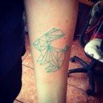 Tatuaje en tinta azul (flores)