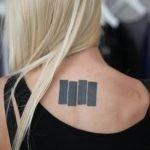Tatuaje de número romano XIV