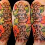 Tatuaje ave fénix en la espalda