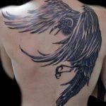 Tatuaje corazón y arcoiris en pie
