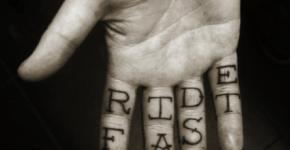 Ride Fast en la mano