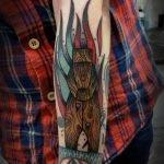 Tatuaje caballo morado por Mark Halbstark