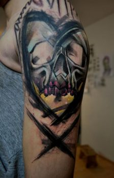 Mark Halbstark skull tattoo