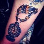 Tatuaje palabra y estrella