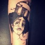 Tatuaje del ave fénix en la pierna