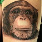 Tatuaje símbolo de V de Venganza