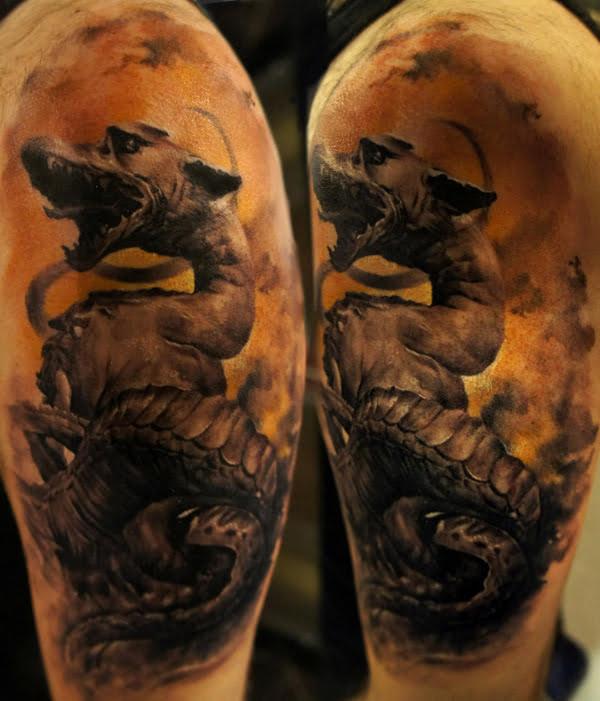 Dragon negro tatuado