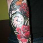 Tatuaje gorrión y reloj de bolsillo