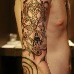 Tatuaje molino en espalda