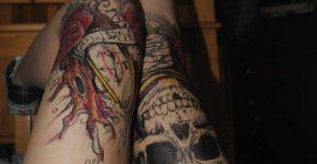 Skull tattoo on thigh