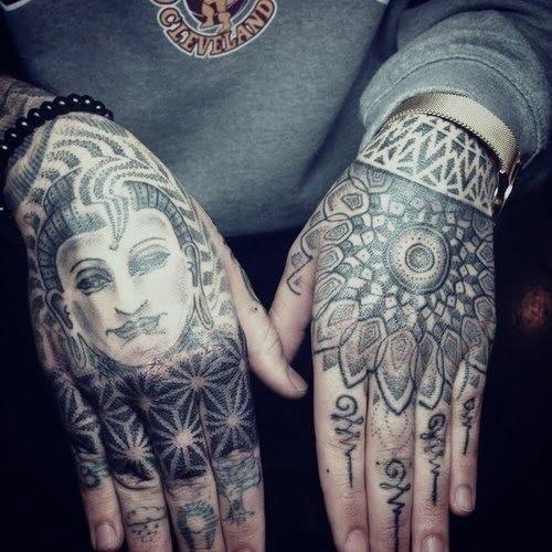 Tatuajes dotwork en manos