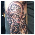 Tatuaje de luna y mujer