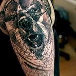 Tatuaje de un ángel guerrero en la espalda