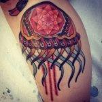 Tatuajes de deidades en la espalda