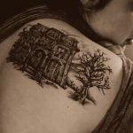 Nautilus tatuado en la espalda