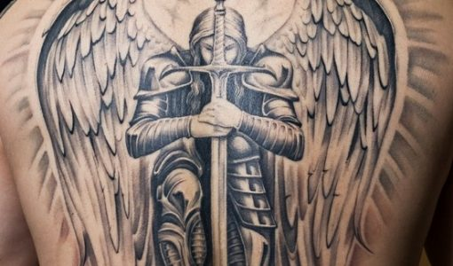 Tatuaje de un angel enla espalda