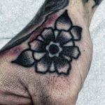 Tatuaje gamer en el brazo