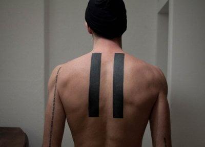Tatuaje de par de líneas