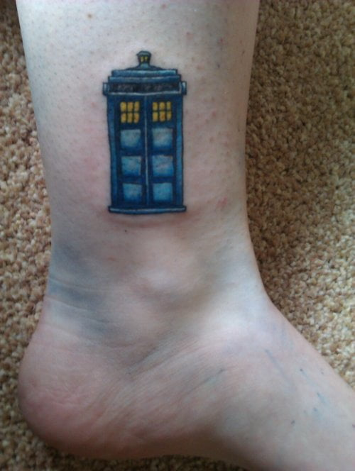 Small Doctor Who Tattoo: TARDIS Tattoo On Leg Of A Girl
