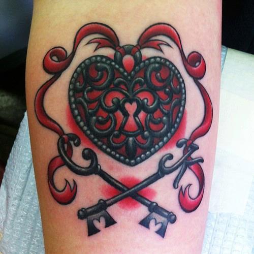 Tatuaje candado con forma de corazón