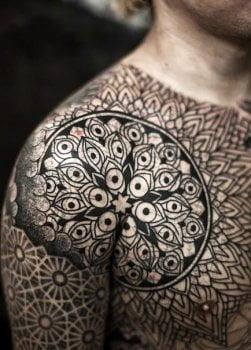 Tatuajes de flores en hombres