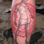 Tatuaje de La Bella y la Bestia en espalda