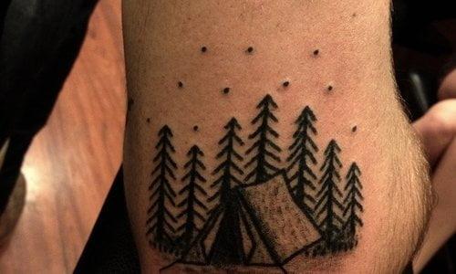 Tatuaje de tienda de acampar