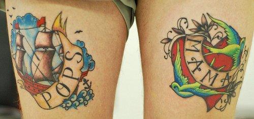 Tatuaje de barco a color en el muslo