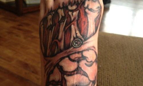 Tatuajes de huesos en el pie