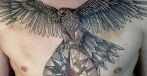 Tatuaje águila en el pecho