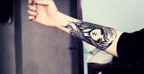 Tatuaje bella chica en el antebrazo