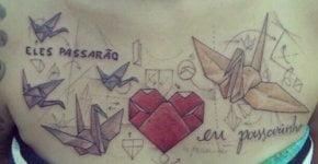 Tatuaje figuras de origami en el pecho