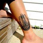 Tatuaje formas animales en la pierna