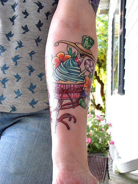 Tatuaje pastelillo en el antebrazo