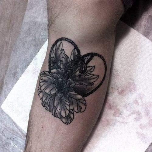 Tatuaje corazón floral