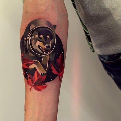 Tatuaje de perro espacial