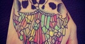 Tatuaje calaveras mano
