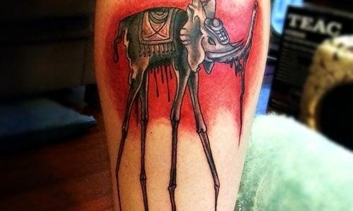 Tatuaje elefante Dalí