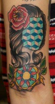 Tatuaje mujer sin rostro