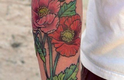 Tatuaje de chica rezando