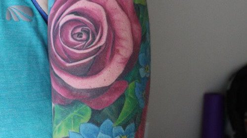 Tatuaje de triángulo imposible de colores