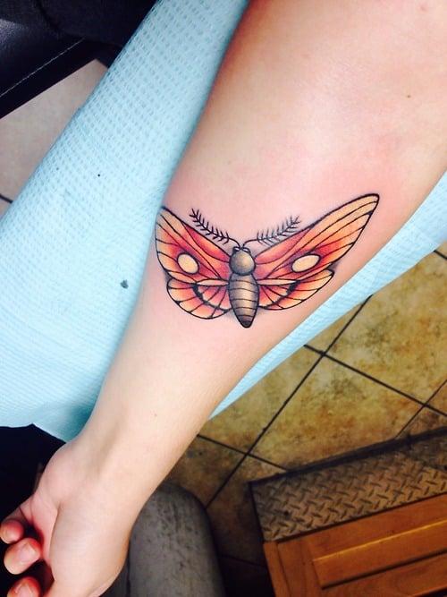 Tatuaje mariposa naranja
