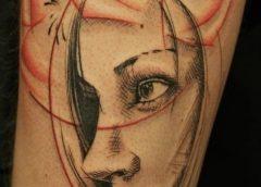 Tatuaje mujer pensativa