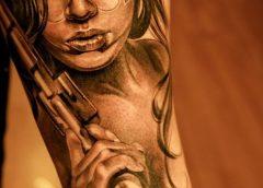 Tatuaje mujer pistola