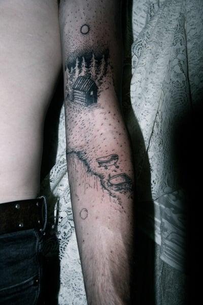 Tatuaje paisaje brazo